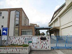 名古屋市立東築地小学校設立 1936年3月31日地域にある変電所や発電所の見学を通してやごみの地域特性を研究して環境問題に取り組んでいます。 徒歩 約12分(約900m)