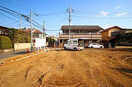 前面道路とはフラットな現地、お車の駐車などもしやすく、工事の費用もおさえられる