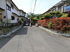 前面道路は幅員約6mの公道です。