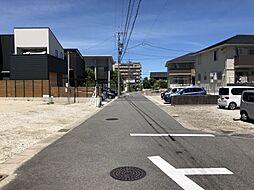 前面道路約6.0mと駐車がラクラク。