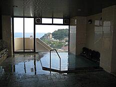 温泉大浴場・露天風呂があります