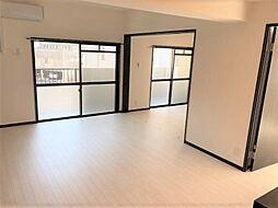 室内に落着きと安らぎを与えてくれるシンプルデザインの内装です。様々な家具が合わせやすく、オシャレなインテリアコーディネートをお楽しみ頂けます。