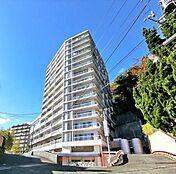 閑静な住宅街の高台に建つマンション眺望に癒される環境です