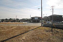 敷地中央部より南東方向を撮影。