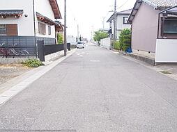 約6.7mの道路に面しているため開放感があります。