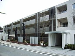 東京都世田谷区岡本2丁目の賃貸マンションの外観