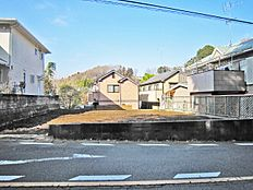 ほぼ正方形に近い土地の形でとても間取りプランが入りやすい土地となっております。