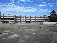 小学校茨城町立長岡小学校まで2470m