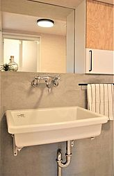 〜洗面台プラン例〜洗面化粧台設置、モルタル壁、ミラー(同一タイプ)工事費40万円(価格に含みません)