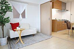 居間(家具付き住宅なのですぐに新生活をスタートできます)