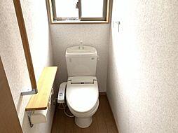 安全を配慮し、トイレは手摺を標準設置