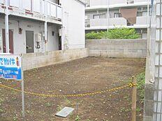 西武国分寺線「恋ヶ窪」駅徒歩4分。市役所・スーパー・公園など各施設が徒歩圏内に揃っています。