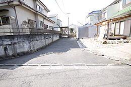 住民以外はほとんど利用しない静かな道路ですので、運転が苦手な方でもお出かけが苦になりません
