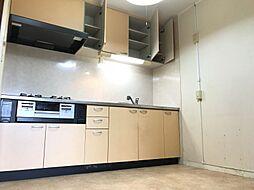 キッチンは収納スペースも豊富です。