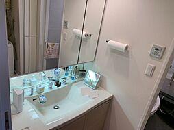 収納スペースがたくさんある洗面化粧台です