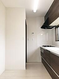 冷蔵庫、食器棚を置いて頂けるスペースしっかり確保出来ております。