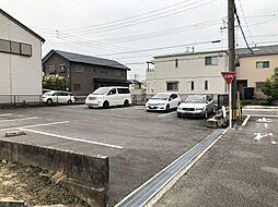 現在は駐車場として利用されていますが、建築条件なしで建築可能です。
