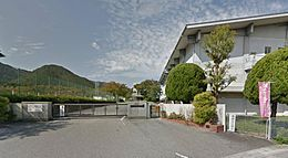 中学校篠山市立 丹南中学校まで477m