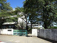 青梅市立河辺小学校より徒歩約9分(約700m) 約700m