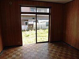 現在リフォーム中 4月13日撮影1階洋室です。天井、壁のクロスを張り替え、床はフロアーを張り替えます。