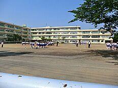町田市立つくし野中学校 距離約1500m