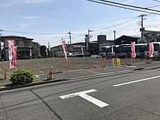 隣地が大きな駐車場の為、風通しや陽当り良好