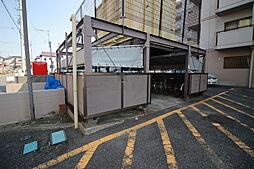 敷地内には駐輪所が設置されています。