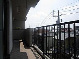 4階から見える眺望をぜひ現地からご覧ください。都会近郊にありながらも解放感を感じることが出来るうえ、周辺は静かで落ち着き感のある土地。日当たり良好、風通し良しです。(2019年7月30日)
