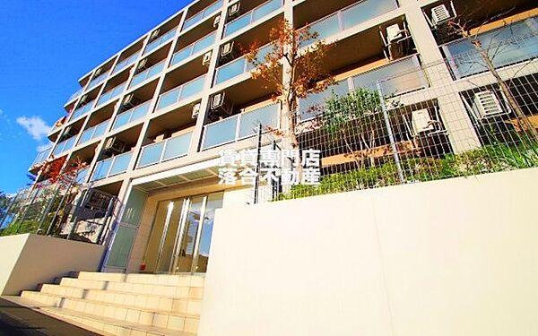 東京都八王子市西片倉3丁目の賃貸マンションの外観