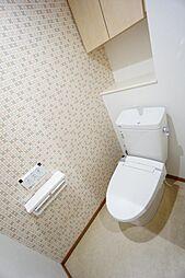 トイレ交換済です。収納もあり使い勝手のよいスペースです
