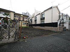 隣地の家々も住居系で落ち着いた立地です。