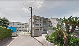 木曽川西小学校。徒歩10分とお子様の登下校も安心です。