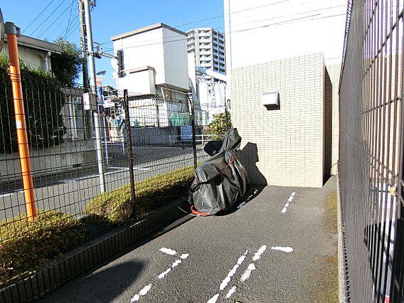 敷地内バイク置...