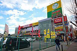 コンビニ「ジャパン東三国店」看板が目印のジャパン