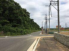 北側接道より東方向を撮影