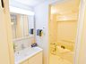 洗面台も取り換えられています。毎日見る鏡はきれいな方がいいですよね。,3DK,面積52.77m2,価格4,280万円,京王線 調布駅 徒歩2分,,東京都調布市布田4丁目