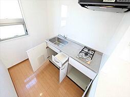 プロビデンス葵タワーのシステムキッチン(2口ガスコンロ付)小窓付(換気良好)