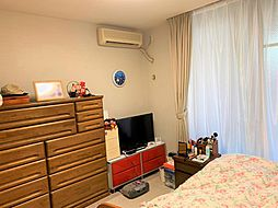 5.9帖の洋室は、居室としてだけでなく、書斎や趣味のワークスペースとしてもおすすめ。