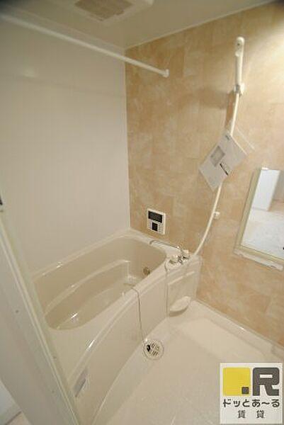 maison SOLEILの浴室TV付きでのんびり入浴出来ます♪