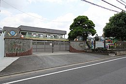 幼稚園富士幼稚園まで490m