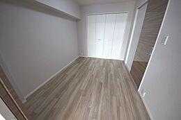 各洋室収納付き・壁・天井クロス張替え・フローリング張替え済み