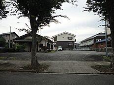 桜南小学校すぐそばです。お子様、安全に通学出来ます。