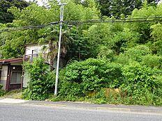 建築条件無しにつきお好きなプランで建築できます。緑豊かな住宅地。前面道路6m以上。南側道路に面す。前面棟無。山が見える。眺望良好。周辺交通量少なめ。