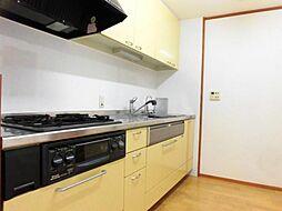 リフォーム前写真キッチンは新品交換を行う予定です。