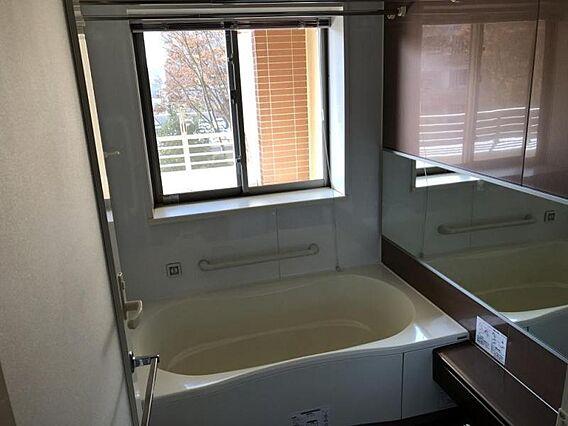 窓のある浴室(...