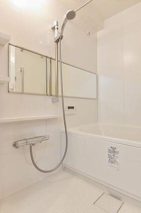 浴室乾燥機を備...
