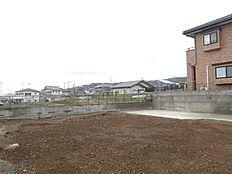 現地写真です。駐車場部分のコンクリート部分は残してあります。