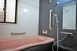 安全を配慮し、浴室に手摺を標準設置。年配の方も安心の設計ですね。