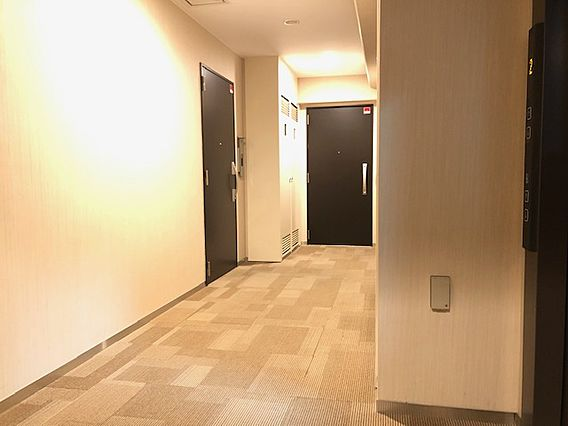 廊下はホテルラ...