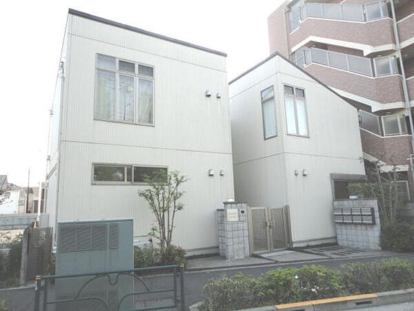 東京都狛江市中和泉5丁目の賃貸アパートの外観